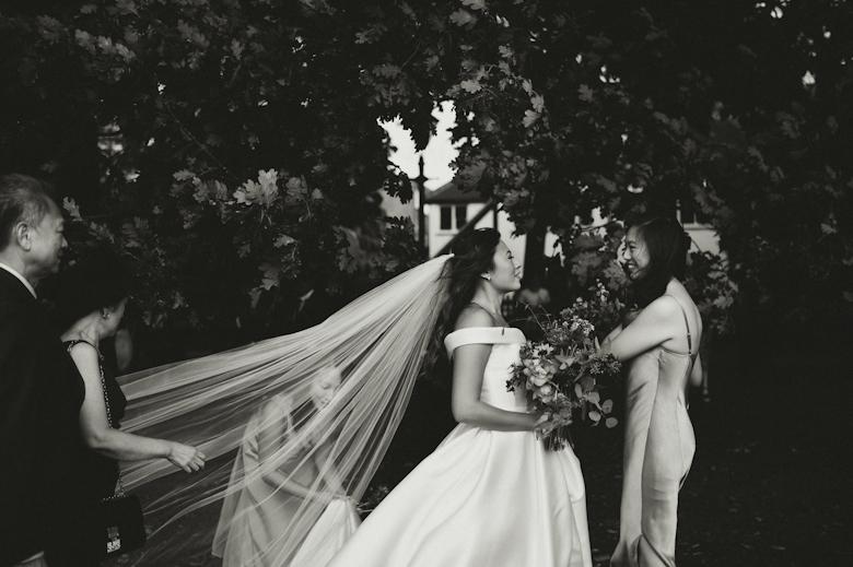 informal wedding photography - natural approach - Sasha Weddings
